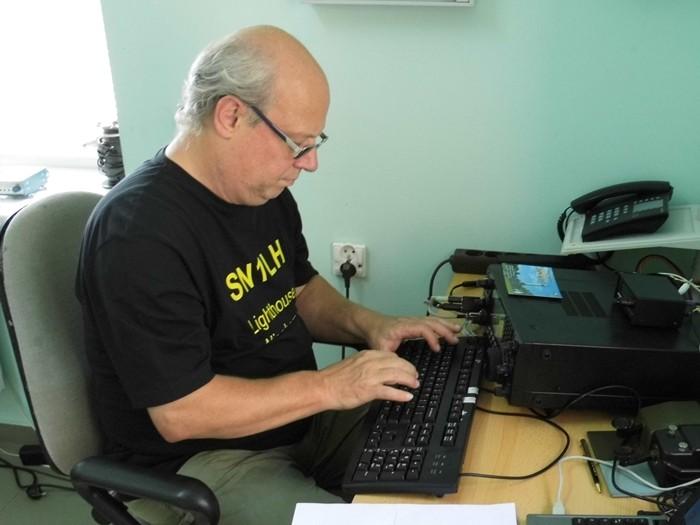 Thomas macht mit der Tastatur CW